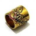 Conta Metal Tubo Flores - Dourado (10 mm)
