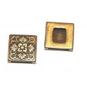 Conta Metal Quadrado Relevo Floral - Bronze (13 x 2)