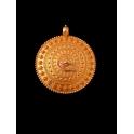 Pendente Zamak Medalhão Relevos - Dourado Mate (65mm)