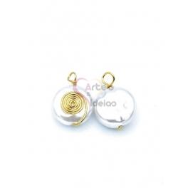 Pendente Latão AQ Perola Achatada Espiral - Dourado (12mm)