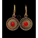 Brincos Aço Inox Argolas com Medalhas Pedra Vermelha - Dourado