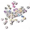 Mix de Cubos acrilicos com letras coloridas (50 unds)